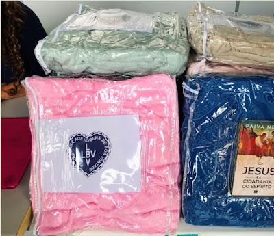 Famílias acompanhadas pelo CRAS e CREAS recebem doação de cobertores da LBV.