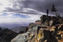 فريق مستثمري افيفا Aviva Investors يتسلقون جبل توبقال لجمع تبرعات خيرية