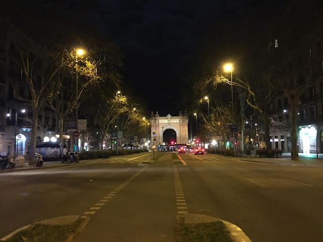 Crossing Passeig de Sant Joan