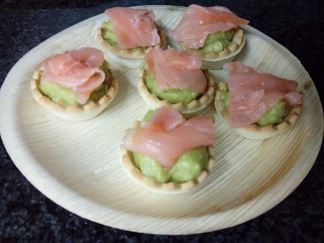 Minitartaletas De Guacamole Con Salmón Ahumado (y Minivolovanes)