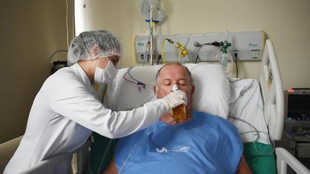 Após 27 dias internado com covid-19, paciente comemora alta com cerveja