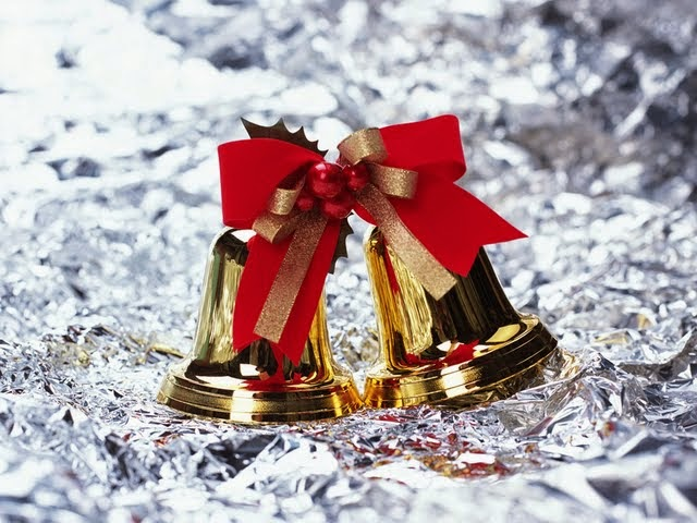 christmas-bells-with-ribbon-pictures-1600x1200.jpg