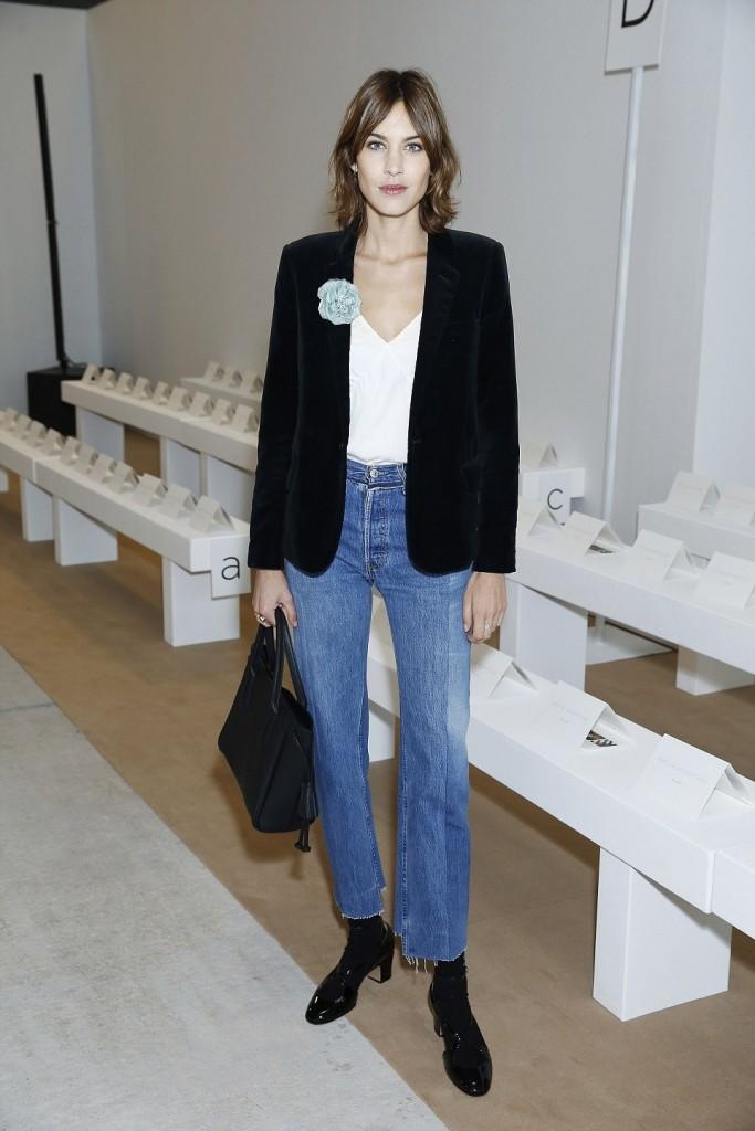 Un bel giorno parte questa nuova moda di jeans. Tagliati a vivo 15b3ff069ed