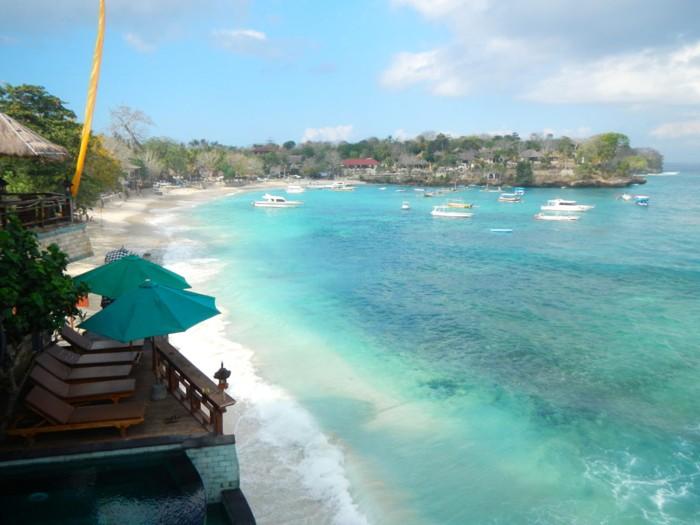 Mushroom Beach Objek wisata Nusa Lembongan