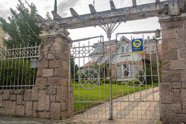 Um château na Itupava - detalhe portão