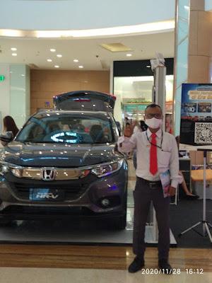 Sales Honda Sedang Pameran di Mall Grand Galaxy Park