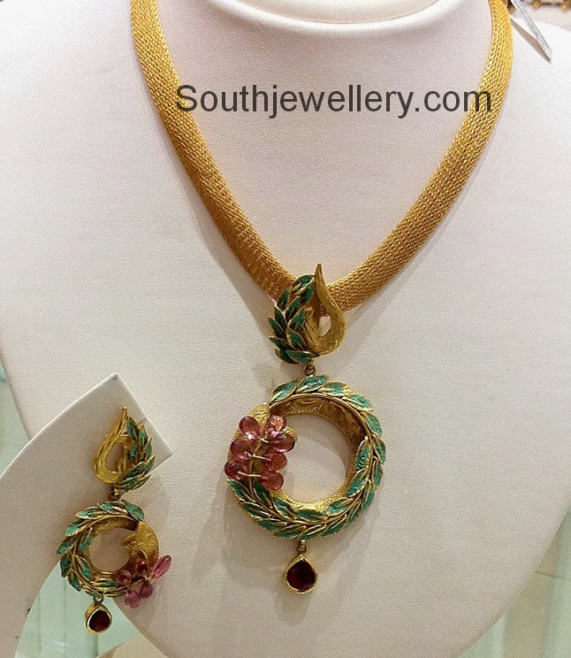 gold pendant set jewellery designs