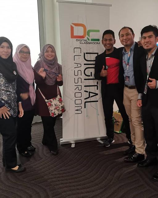 Yang nih team STEM: Cikgu Shima, Cikgu Halina, Cikgu Hayati, Cikgu Aman, saya dan Cikgu Razif