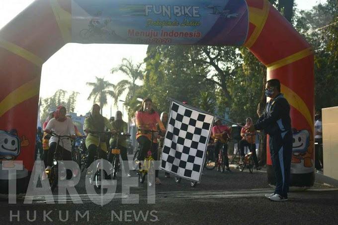 Ketua Persit KCK Koorcab Rem 081 Meriahkan Fun Bike Forkopimda Ladies
