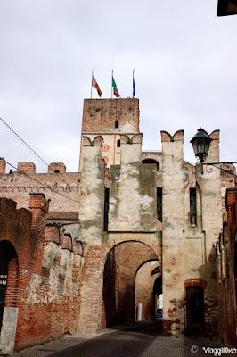 La Porta Bassano è una delle quattro porte i accesso alla città