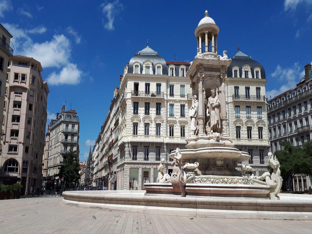 place des jacobins lyon fontaine