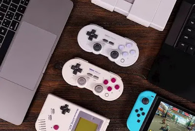 Best mobile-compatible controllers for playing Fortnite