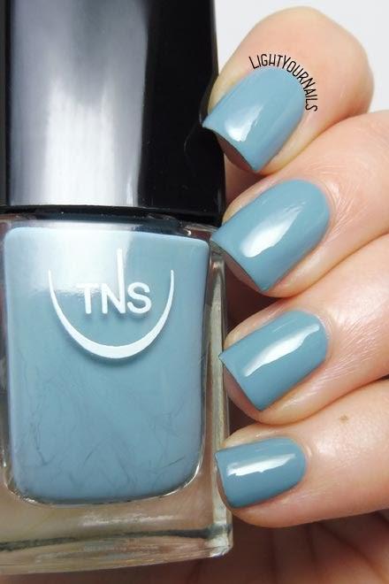 Smalto lacca grigio polvere TNS Cosmetics Firenze 551 Fortuna (Divina Terra) dusty grey creme nail polish #unghie #tnsfirenze #tnscosmetics #nails #lightyournails