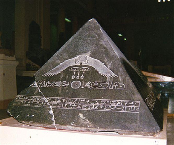 yasemincihan: Mısırlıların Kutsal Ben-Ben Taşı
