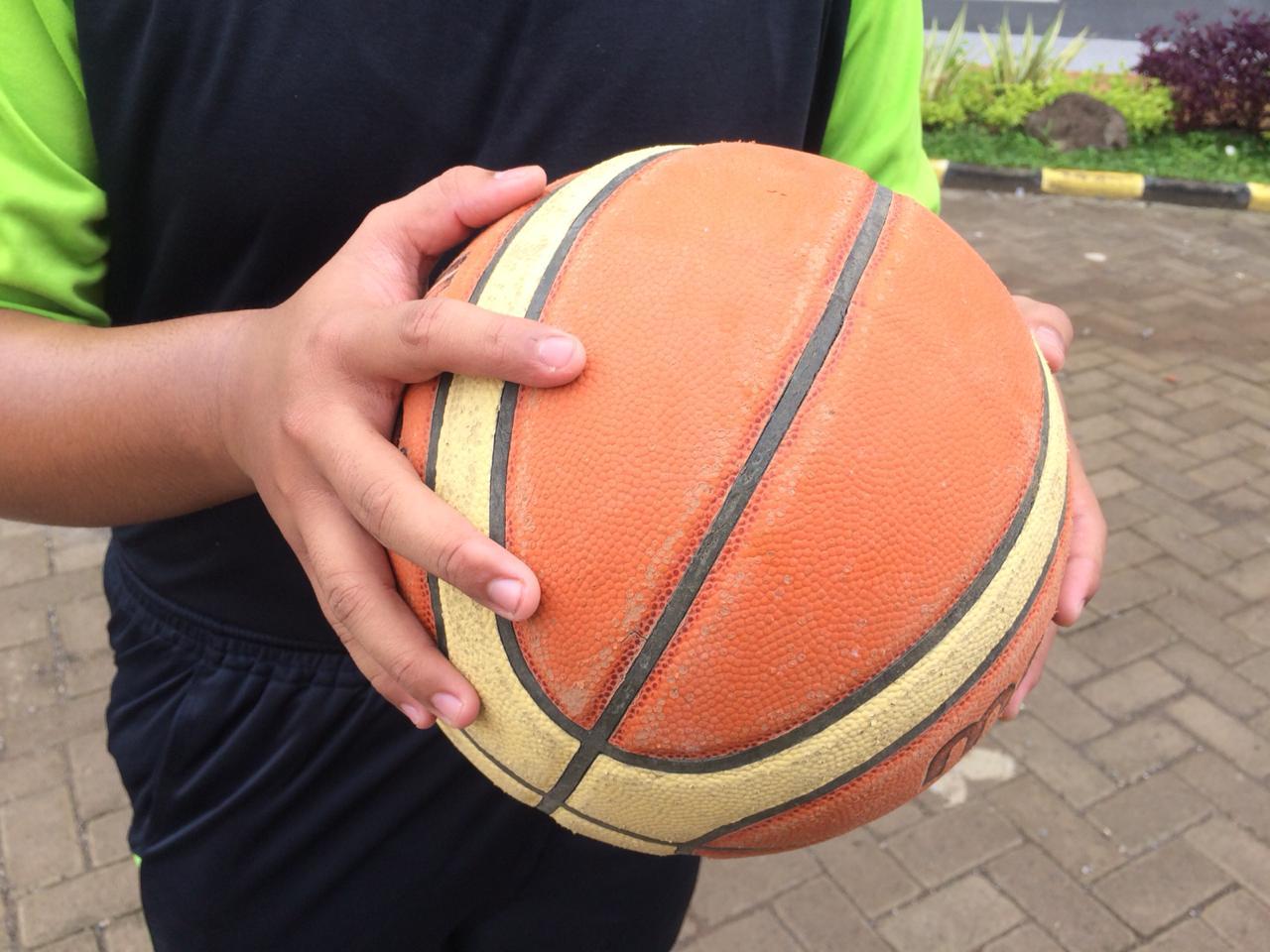 Teknik Dasar Passing Dan Dribbling Permainan Bola Basket Untuk Pembelajaran Siswa Sma Smk Ma