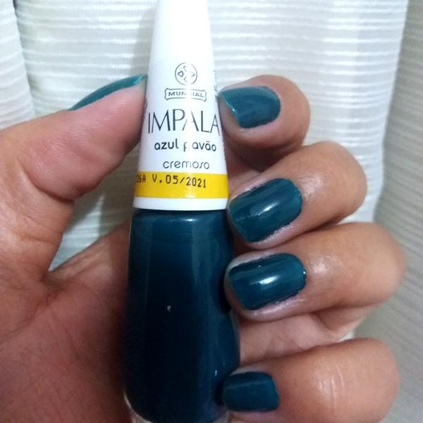 Esmalte da semana: Azul pavão da Impala