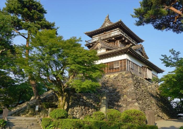 ปราสาทมารุโอกะ (Maruoka Castle: 丸岡城)