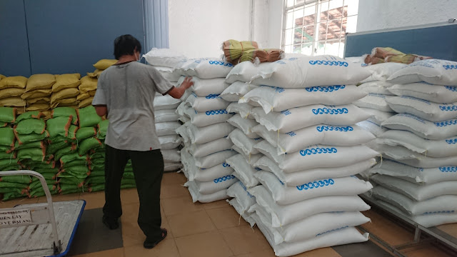 Giao gạo cho bệnh viện giã chiến