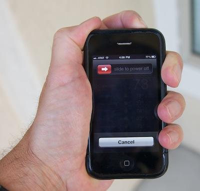 Takut Tersambar Petir Ketika Menggunakan Ponsel? Ikutilah Tips Aman Berikut Ini