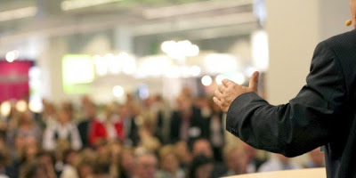 Cómo manejar bien la voz al hablar en público