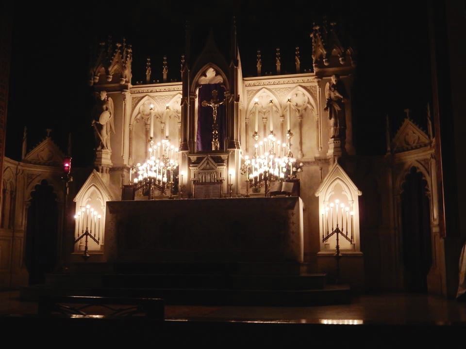 New Liturgical Movement: Photographs of Rorate Mass at Holy