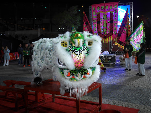 White Chinese lion dancing