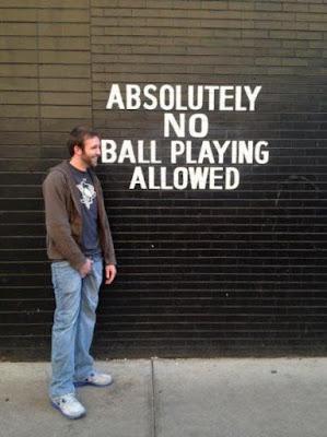 Witzige Bilder mit Text - Nicht mit Bällen spielen