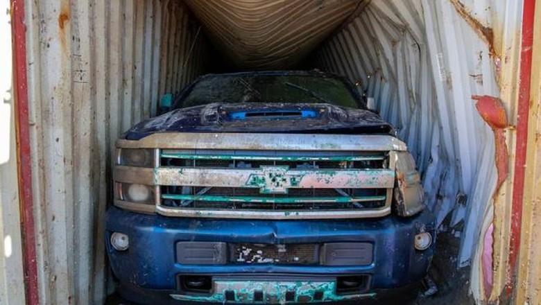 Chevrolet Silverado Berhasil Diangkut Setelah Tenggelam 2 Tahun di Dasar Laut