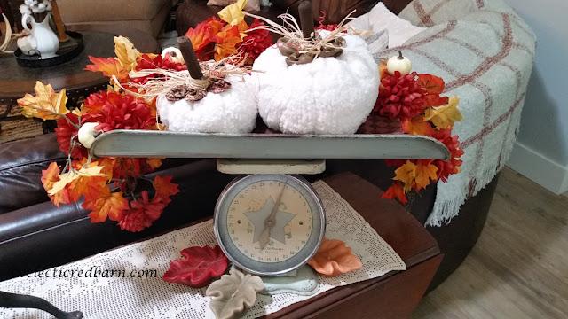 Fall Pumpkin Vignette. Share NOW. #falldecor #pumpkins #vignette #falldecorating #eclecticredbarn