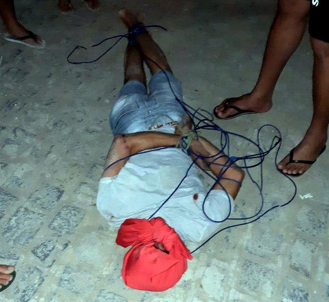Elemento é amarrado pela população ao tentar praticar assaltos, em Santa Cruz do Capibaribe