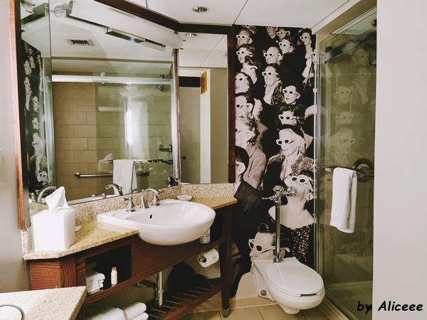 bathroom-Renaissance-Columbus-Downtown