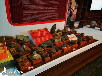 Koleksi artefak