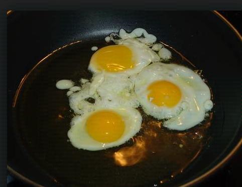como freir huevos de codorniz