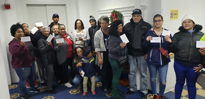 Consulado de Boston entrega cientos de pavos a familias dominicanas para cena de Acción de Gracias