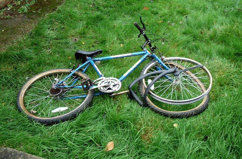 Bicicleta destruida por Jesucristo | Ximinia