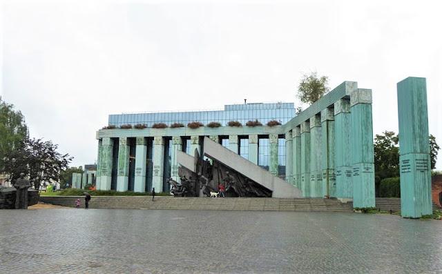 monumento insurrezione di varsavia