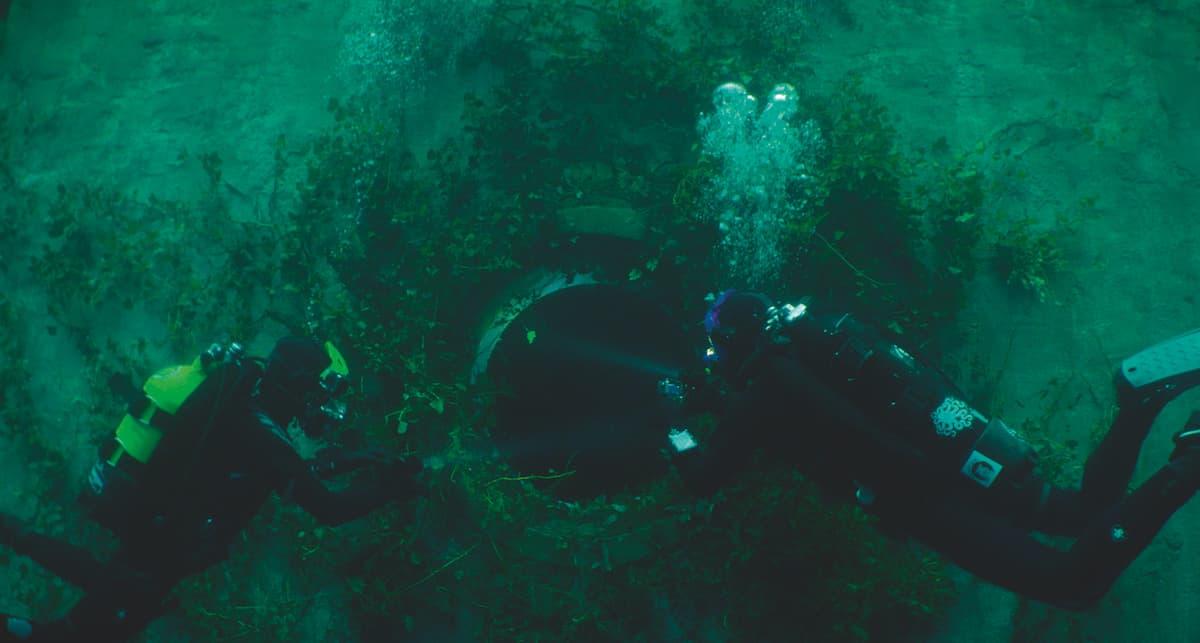 Первые кадры подводного хоррора The Deep House про блогеров и маньяка - 11