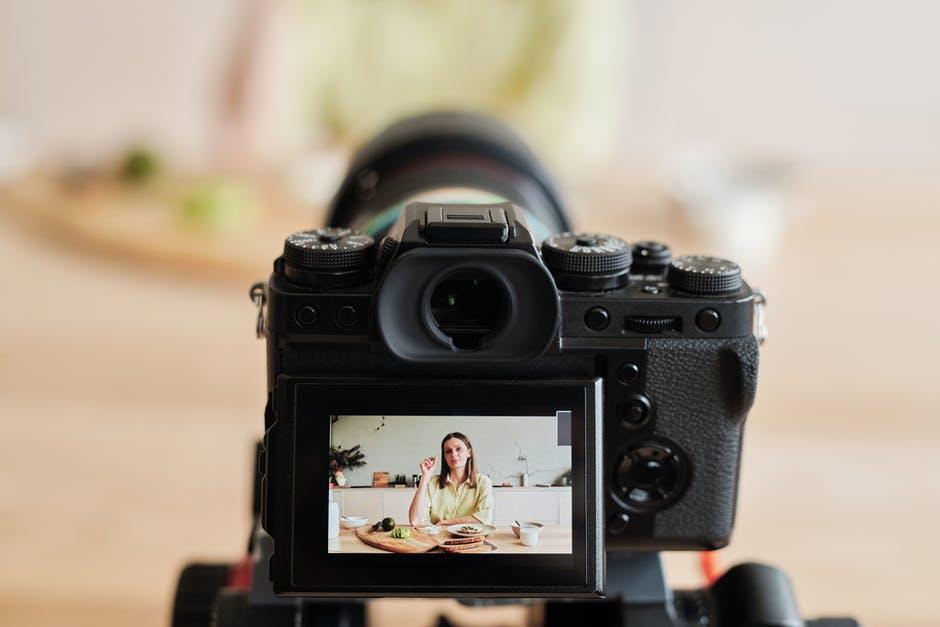 Membuat konten Maksimal dan praktis dengan kamera Vlog terbaik