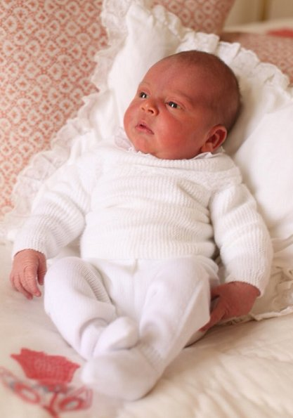 The Duke and Duchess of Cambridge shared new photos of Prince Louis and Princess Charlotte. Kate Middleton and Prince William