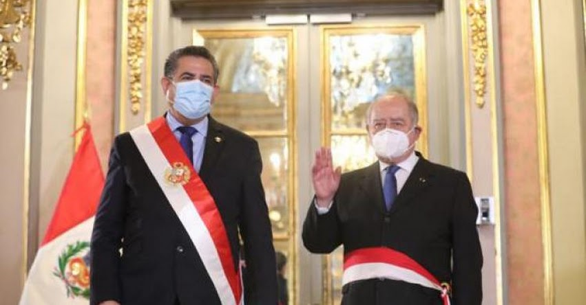 No renunciaría Manuel Merino tras reunión con Flores-Aráoz, asegura congresista Espinoza