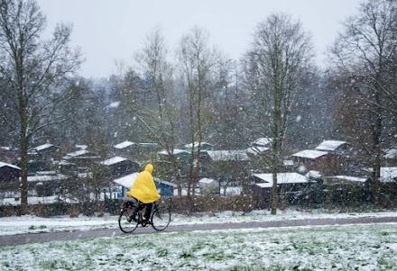 Ο χειμώνας επέστρεψε στην Γερμανία - Χιόνισε και στο Βερολίνο (video)