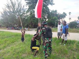 Semarakkan HUT RI KE 76, TNI Bersama Warga Rubah Suasana Jalan Kampung Gambut Serba Merah Putih di Papua
