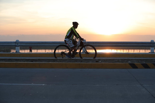 Taguig encourages cyclists to use Laguna Lake Highway bike lane