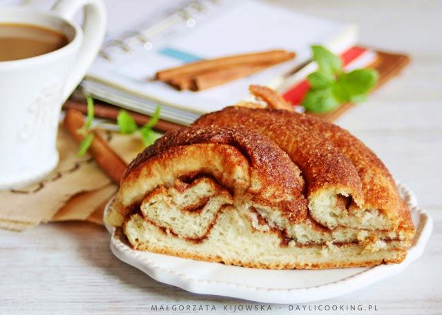przepis na ciasto drożdżowe, jak upiec wieniec drożdżowy, daylicooking