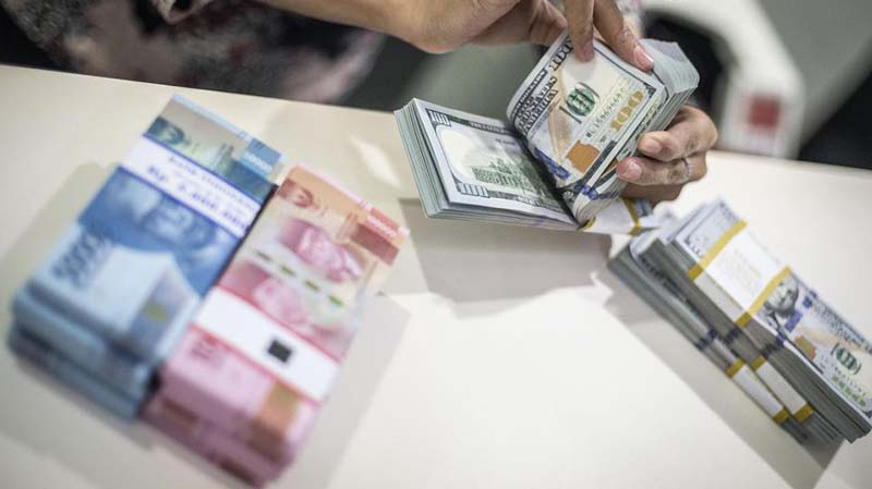 Sampai Penutupan Sore, Rupiah Tak Berkutik Lawan Dolar AS