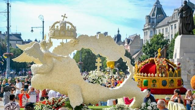 Többek között a Trianon 100 virágkocsi is megtekinthető Debrecenben