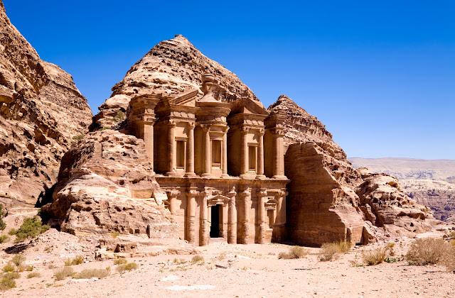 Монастырь в древний город Петра