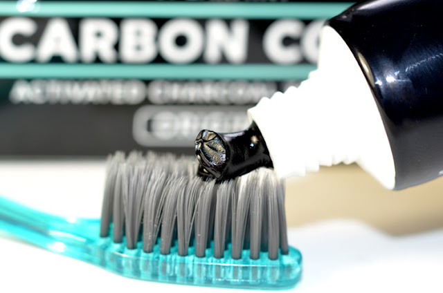 The Activated Charcoal Toothpaste отбеливание зубов дома углем