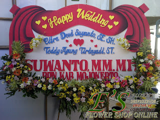 bunga papan happy wedding slempang tirai