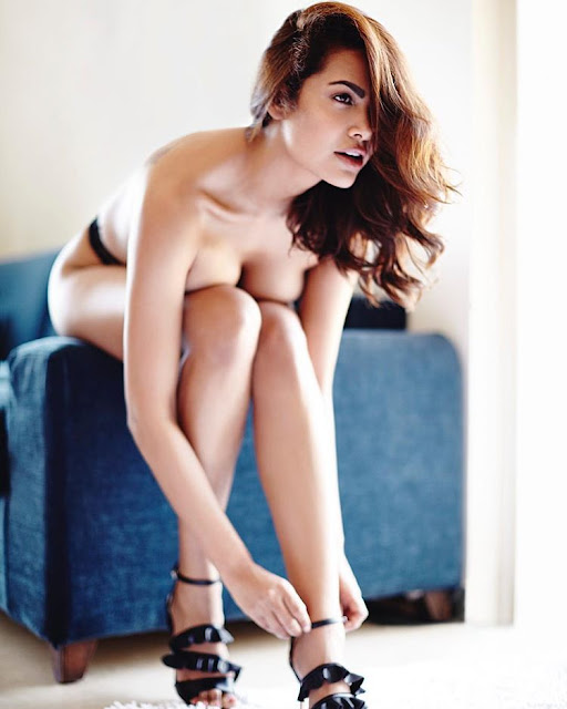 Baadshaho Actress Esha Gupta Hot Bikini Bra Photos